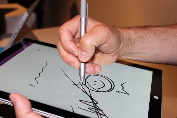sketching-on-the-surface-pro-3s-screen-felt-.jpg